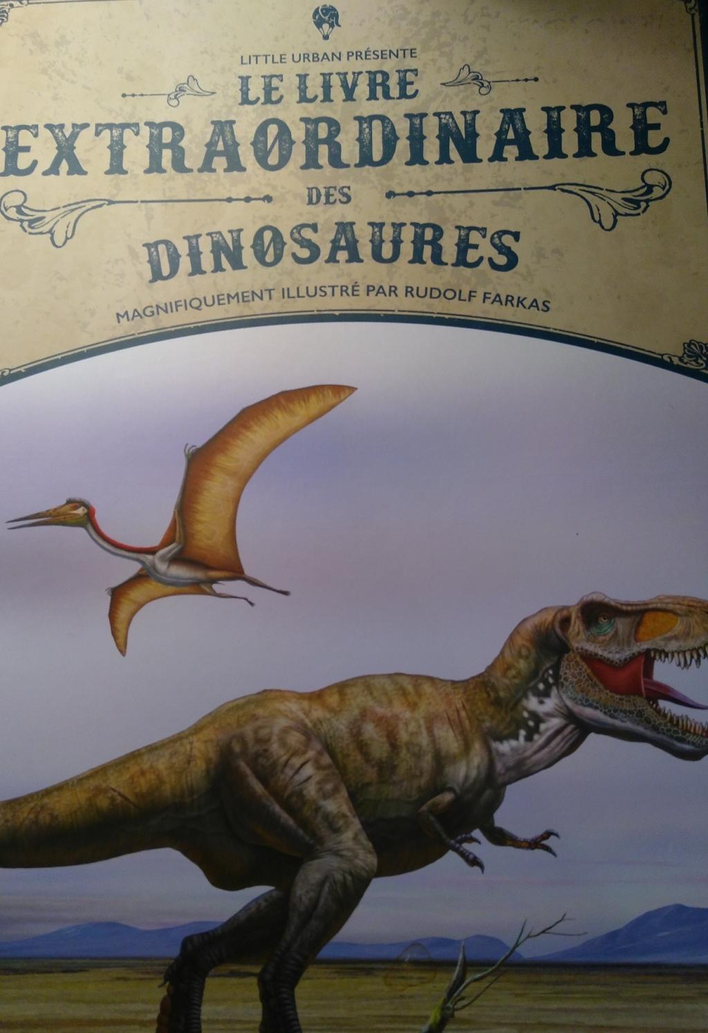 La couverture présente un t-rex et un ptérodactyle
